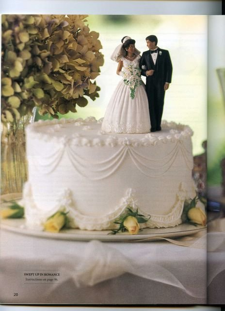 Wilton Decorating Cakes 020.jpg
